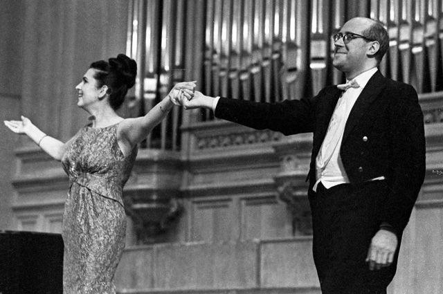 Виолончелист Мстислав Ростропович и певица Галина Вишневская. 1964 год.