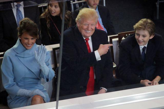 ВБелом доме намереваются, что СМИ оставят меньшего сына Трампа впокое