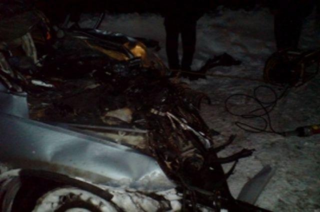 Влобовом столкновении авто под Скопином погибли три человека