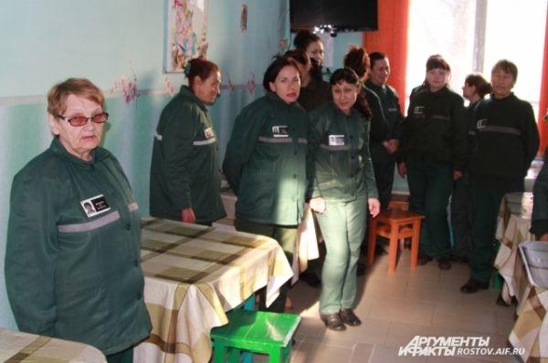 Из колонии ещё никто не сбегал. День у заключенных расписан, большинство из них работают в швейном цехе.