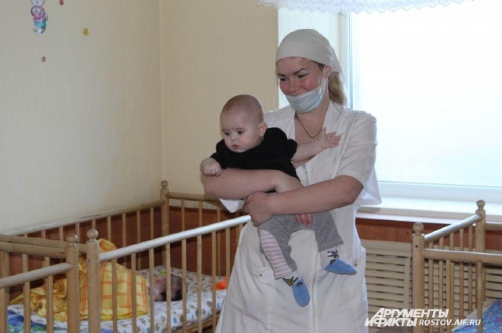 Дети содержатся в отличных условиях, почти домашних, за ними наблюдают квалифицированные медики.