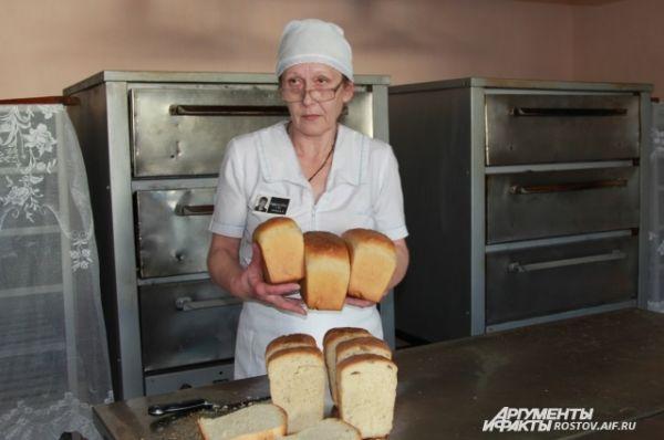 Хлеб в ИК-18 пекут сами.