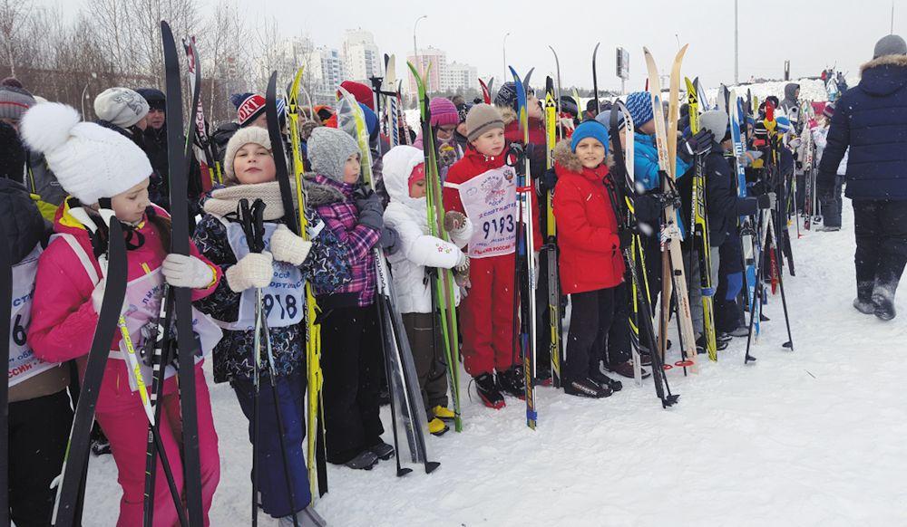 Гонка «Кубок «Академический» должна была состояться ещё в прошлом году, в середине декабря, но тогда её решили перенести из-за сильных морозов. В этот раз, к счастью, погода благоволила спортсменам. На лыжню вышли около 400 человек - в два раза больше, чем в прошлом году.