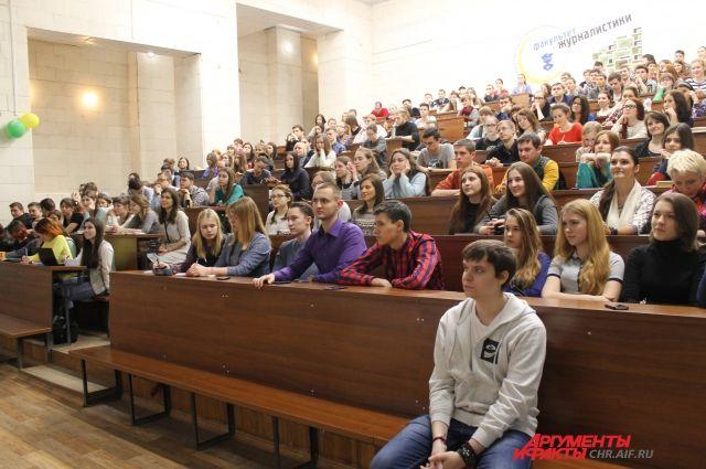 Если студент погрузится в учебу, будет вести активную общественную, творческую и научную деятельность, сможет получать неплохие деньги.