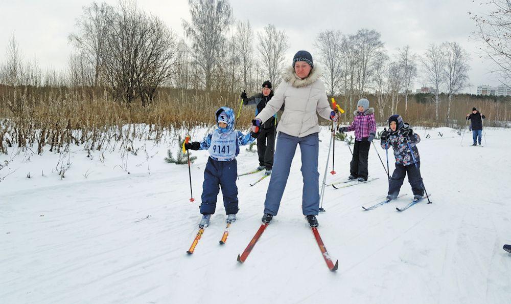 Принять участие в гонке мог каждый, независимо от пола, возраста, стиля бега и даже… без лыж. Для всех желающих работал прокат инвентаря. В качестве судей выступили учителя физкультуры близлежащих школ.