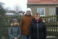 Кира и её семья ждут дедушку в своём доме в Ясной поляне.