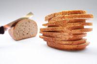 Наркотики мужчина предусмотрительно спрятал в хлебе.