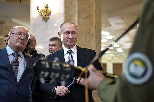 Путин спел со студентами МГУ песню о космонавтах-видео