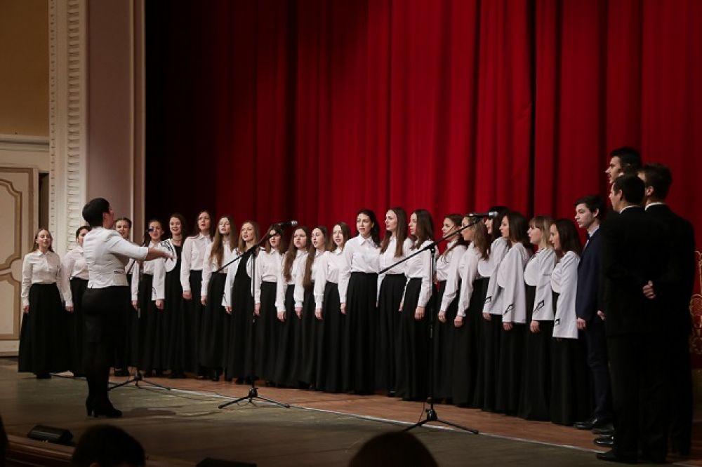 По традиции, праздник начали с исполнения студенческого гимна.