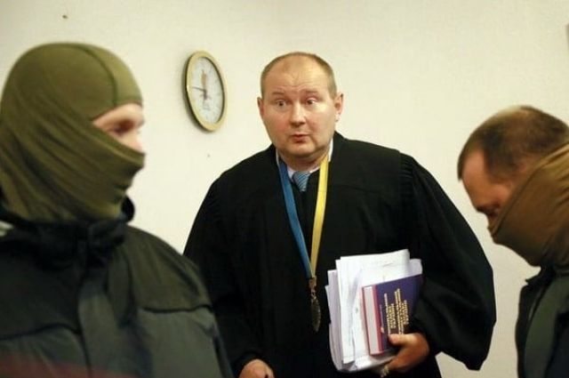 НАБУ просит суд заочно расследовать дело судьи-беглеца Чауса