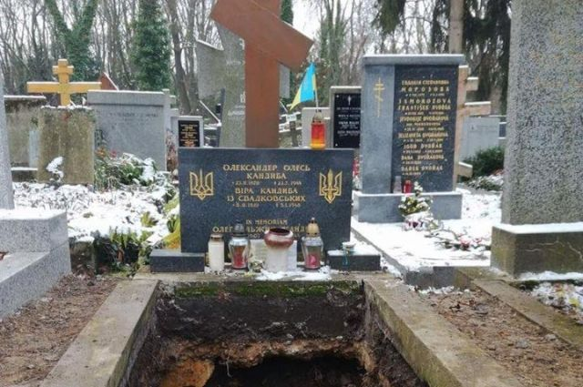МИД: Посольство Украины вЧехии заканчивает подготовку транспортировки останков А.Олеся