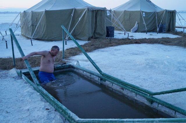 Роспотребнадзор Югры проверил воду вкупелях ипрорубях