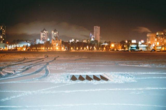 Екатеринбургские активисты вернули наПлотинку Краснознаменную группу