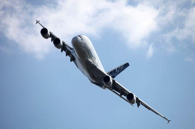 ВКольцово самолет 2,5 часа немог вылететь из-за примерзшей двери