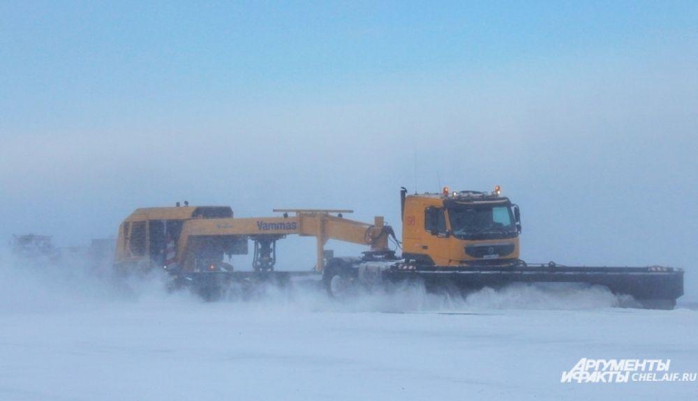 Ширина отвала у снегоуборочной машины Vammas - 7 метров.