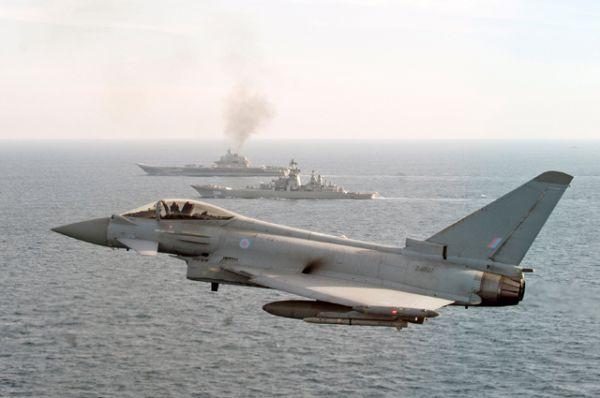 Во время прохождения Ла-Манша над российскими кораблями осуществляли наблюдательный полет патрульный противолодочный самолет американских ВМС и британские истребители «Тайфун».