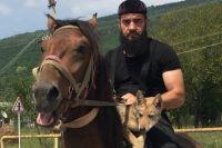 Хасан Берсанов дал волчонку кличку Борз.