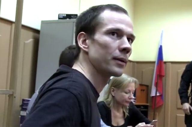 Супруга Дадина попросила суд перевести мужа вподмосковную колонию