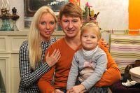 Алексей Ягудин c женой Татьяной Тотьмяниной и дочерью Лизой.