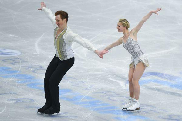 Среди пар в короткой программе первое место заняли российские фигуристы Евгения Тарасова и Владимир Морозов.