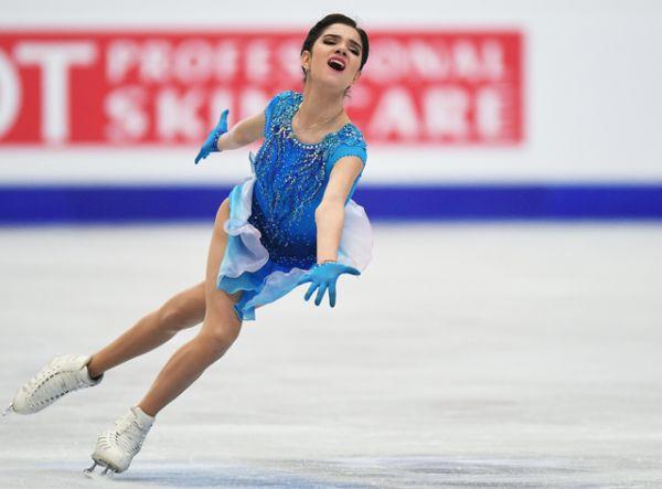 Первый день соревнований начался короткой программой среди женщин. Первое место заняла Евгения Медведева.