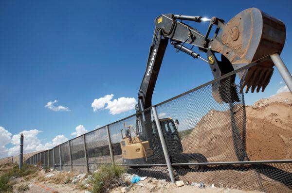 Стена на границе мексиканского города Сьюдад-Хуарес.