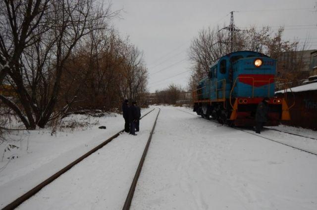 13-летняя девочка попала под поезд на станции Яшкино.