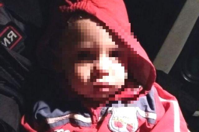 Брошенный мальчик - второй ребенок 22-летней женщины.