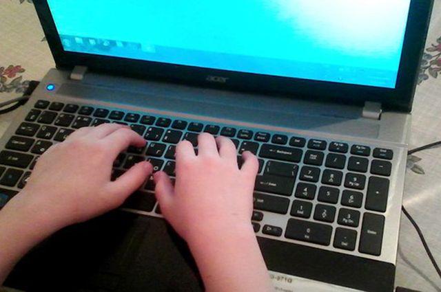 Мужчина рассылал детям личные сообщения и фотографии порнографического содержания.