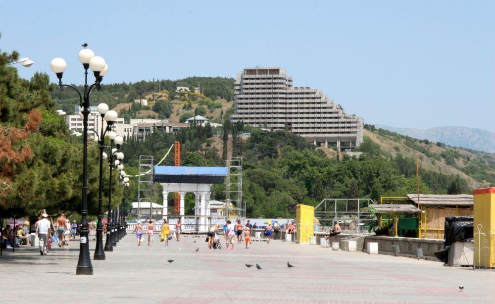 Алушта, проживание в отеле - 3280 рублей в сутки.