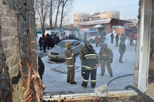 К месту ЧП прибыли спасатели и медики.