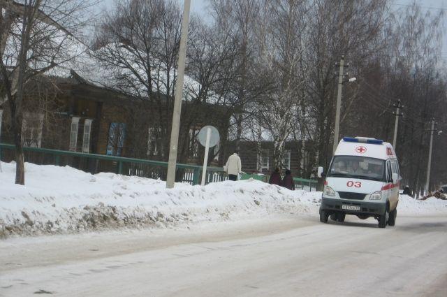 Пассажирский автобус столкнулся сКамАЗом наалтайской трассе
