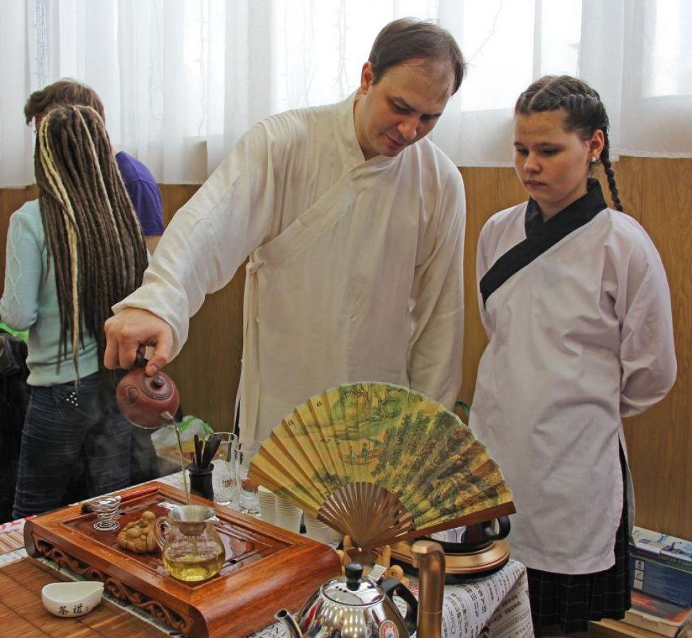 Фестиваль стал уникальной возможностью для ростовчан и гостей города погрузиться в мир чая, узнать секреты заваривания этого напитка у разных народов, поучаствовать в дегустации более ста сортов.
