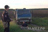 В течение суток полицейские задержали почти всех грабителей и улов.