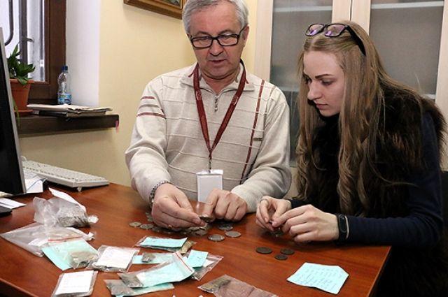 Более 170 коллекционных монет передали в музей Калининграда.
