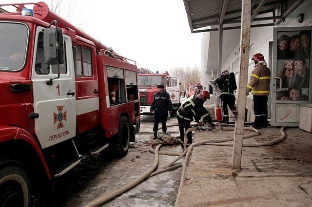 ВТернополе из-за пожара в коммерческом центре эвакуировали 150 человек
