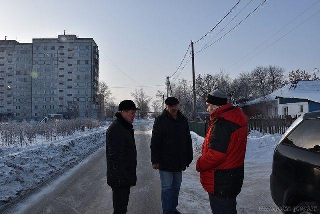 Глава администрации посетил дома и пообщался с жителями.