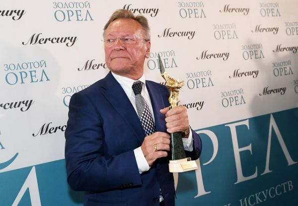 Актёр Сергей Шакуров получил «орла» за роль второго плана в фильме «Экипаж».