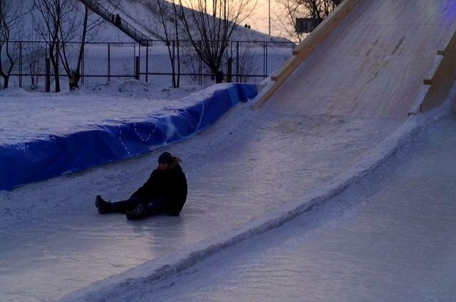 ВЧерепановском районе двое катавшихся нагорке детей угодили под колеса автомобиля