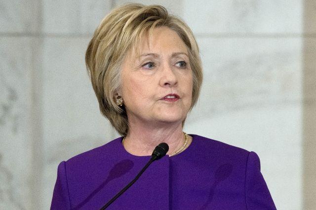 Клинтон присоединилась кпротестующим против указов Трампа обеженцах