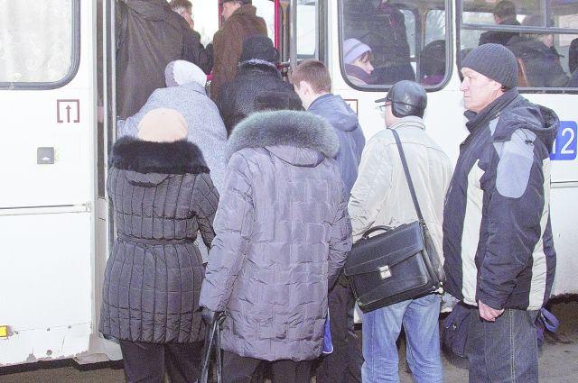 Ребенок получил увечье из-за переполненного общественного транспорта.
