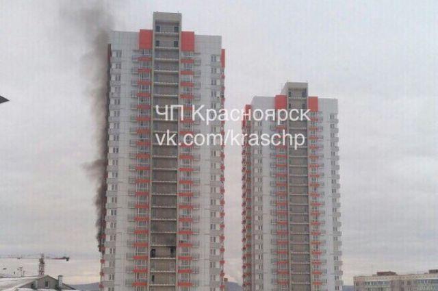 Студентов эвакуировали изобщаги вКрасноярске из-за пожара