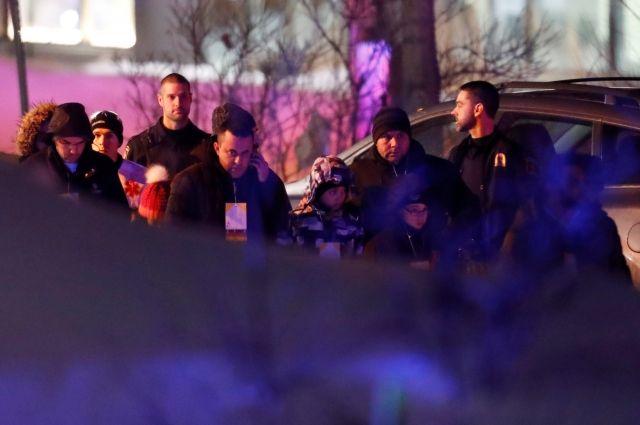 ВКвебеке неизвестные открыли огонь помечети. есть погибшие