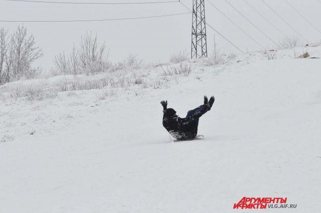 Владелец лыжной базы знал, что данная горка не предназначена для катания.