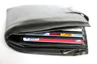 В кошельке лежало две с половиной тысячи рублей и банковские карты.