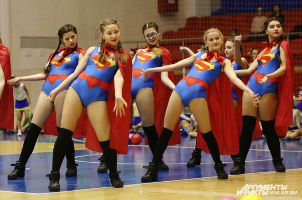 Все спортсмены в команде должны быть одеты в одинаковые костюмы