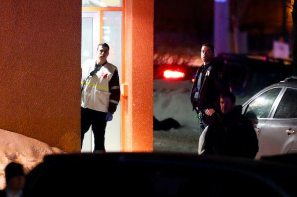 По сообщениям очевидцев, на месте происшествия находится около десятка карет скорой помощи.