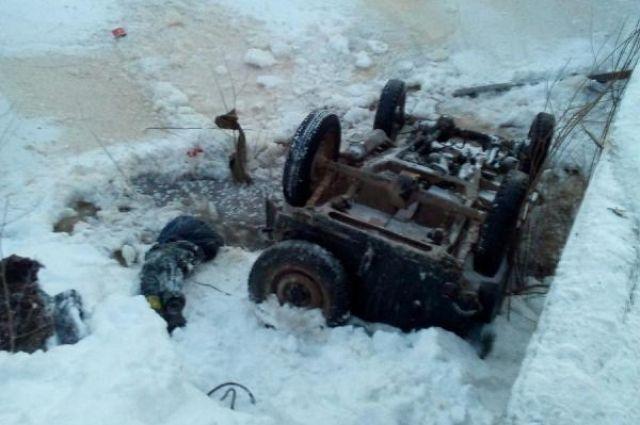 Автомобиль упал вреку вЛысковском районе, умер ребенок