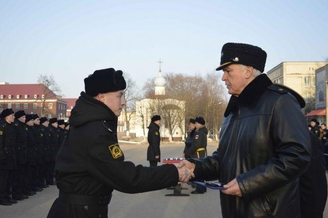 Институт Калининграда выпустил 65 мичманов для ВМФ России.