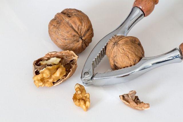 Самые вкусные и качественные ядра грецкого ореха имеют светлый золотистый цвет.
